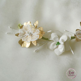 barrette à piquer dans la coiffure ou le voile, en fleurs de soie et dentelle, fait-main