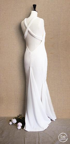robe sirène en double crêpe et bretelles croisées perlées