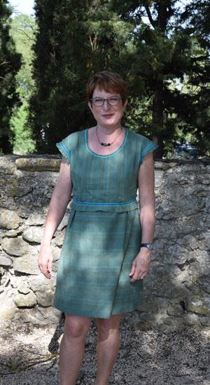 robe en seersucker rebrodé, soulignée de soutache turquoise