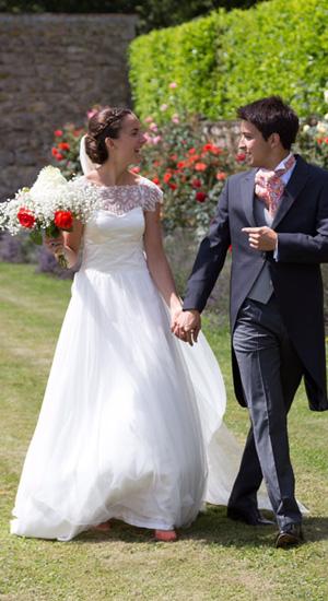 robe de mariée bustier en satin duchesse et tulle brodé de Calais, jupe en satin léger