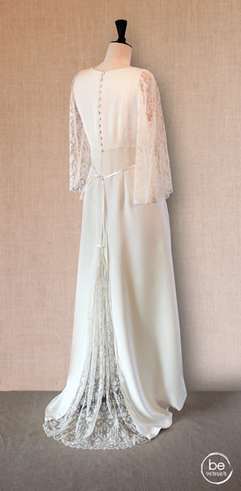 robe taille haute en double crêpe de soie à manches éventail et quille en tulle brodé de Calais