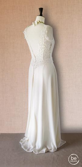 robe dos plongeant en crêpe georgette de soie, guipure et dentelle de Calais, avec quille en dentelle sur jupe évaséepe