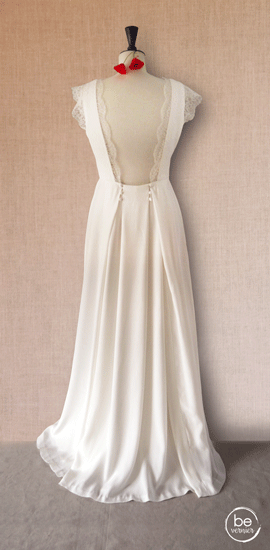 robe dos nu à bretelles soie et dentelle de Calais sur jupe à plis creux boutonnés en crêpe envers satin