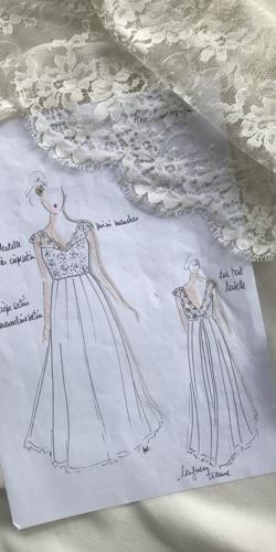 croquis robe de mariee en dentelle et mousseline dessine par be vernier