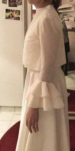 detail robe de mariee dentelle plumetis sous le bras cree par be vernier