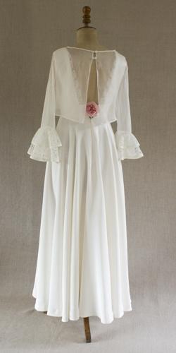 robe de mariee sur mannequin avant livraison cree par be vernier