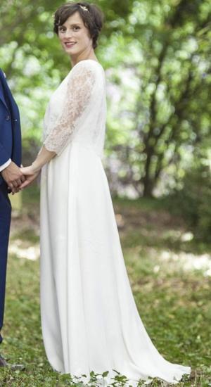 mariée en robe de crepe satin et dentelle cree sur mesure par be vernier