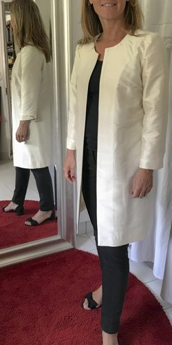 mariee en veste contemporaine cree par be vernier